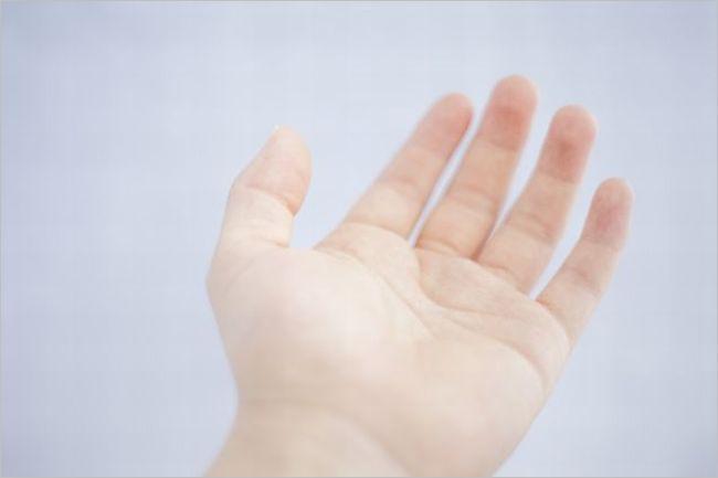 手首の湿疹
